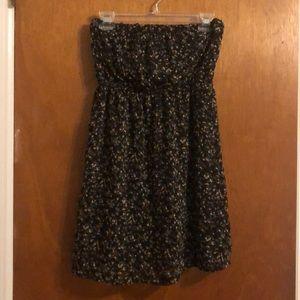 Cute Strapless Dress! Size Medium! 👗